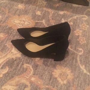 Shoes - Classic suede pump